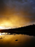 Zonsondergang bij kust Stock Foto