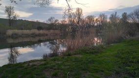 Zonsondergang bij Landschap stock afbeelding