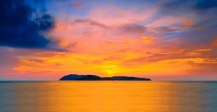 Zonsondergang bij langkawi stock afbeeldingen
