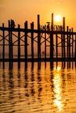 Zonsondergang bij de Brug van U Bein, Myanmar Stock Fotografie