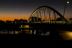 Zonsondergang bij Main Street Gebonden Booghangbrug over Scioto-Rivier in Columbus, Ohio royalty-vrije stock foto