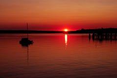 Zonsondergang bij meer royalty-vrije stock foto's