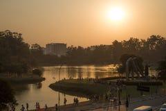 Zonsondergang bij meer Stock Foto's