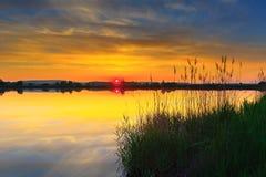 Zonsondergang bij meer Stock Foto
