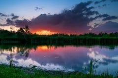 Zonsondergang bij meer Stock Afbeelding
