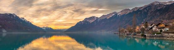 Zonsondergang bij Meer Brienz, Zwitserland stock fotografie
