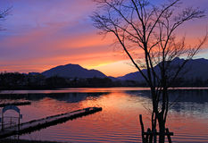 Zonsondergang bij Meer Kawaguchi, Japan Royalty-vrije Stock Foto's