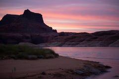Zonsondergang bij Meer Powell, UT stock afbeeldingen
