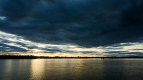 Zonsondergang bij meer in Zweden stock videobeelden