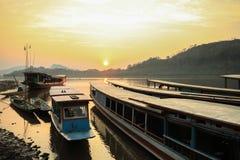 Zonsondergang bij Mekong rivier Stock Fotografie