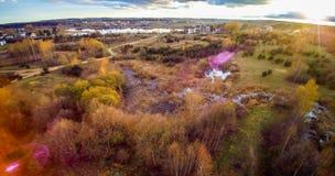 Zonsondergang bij moeras en bos Stock Foto's