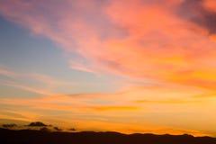 Zonsondergang bij mouintains stock foto