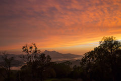 Zonsondergang bij MT-Waarschuwing stock afbeeldingen