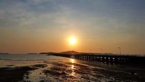 Zonsondergang bij Pijler in Thailand royalty-vrije stock foto's