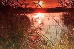 Zonsondergang bij rivier Stock Afbeelding