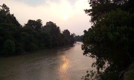 Zonsondergang bij rivier Stock Foto