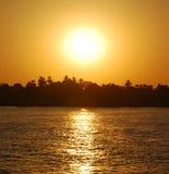 Zonsondergang bij rivier Nijl Stock Foto
