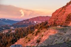 Zonsondergang bij Sierra Nevada -bergen in Californië Stock Fotografie