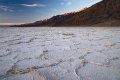 Zonsondergang bij slecht water, doodsvallei Royalty-vrije Stock Foto