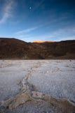 Zonsondergang bij slecht water, doodsvallei Stock Afbeelding