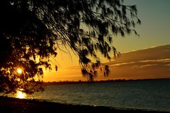 Zonsondergang bij strand Royalty-vrije Stock Foto's