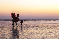 Zonsondergang bij Strand van Karachi stock foto