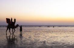 Zonsondergang bij Strand van Karachi Stock Afbeelding