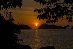 Zonsondergang bij Surin-Eiland Stock Afbeelding