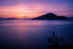 Zonsondergang bij ten westen van Victoria Harbor van Hong Kong Royalty-vrije Stock Afbeeldingen