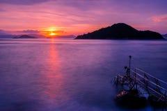 Zonsondergang bij ten westen van Victoria Harbor van Hong Kong Royalty-vrije Stock Fotografie