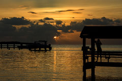 Zonsondergang bij tropische plaats Royalty-vrije Stock Foto