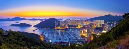 Zonsondergang bij tyfoonschuilplaats in berg in Hong Kong royalty-vrije stock fotografie