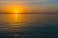 Zonsondergang bij Vier Seizoenentoevlucht de Maldiven in Kuda Huraa Royalty-vrije Stock Foto's