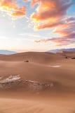 Zonsondergang bij Vlakke het Zandduinen van Mesquite in het Nationale Park van de Doodsvallei, Californië, de V.S. Stock Foto's