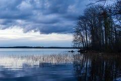 Zonsondergang bij Vuoksa-meer royalty-vrije stock foto's