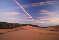 Zonsondergang bij zandduinen Stock Afbeelding