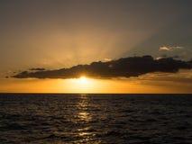 Zonsondergang boven de Atlantische Oceaan Royalty-vrije Stock Foto's