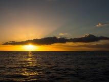 Zonsondergang boven de Atlantische Oceaan Royalty-vrije Stock Afbeeldingen