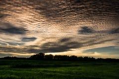 Zonsondergang boven de gebieden Royalty-vrije Stock Foto
