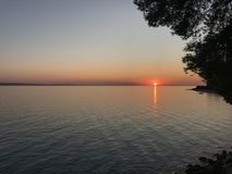 Zonsondergang boven de horizon Stock Fotografie