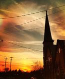Zonsondergang boven de kerk royalty-vrije stock fotografie