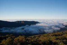 Zonsondergang boven de wolken Royalty-vrije Stock Afbeeldingen