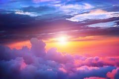 Zonsondergang boven de wolken Stock Foto's