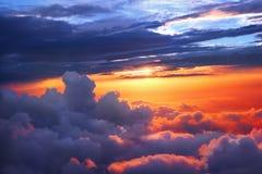 Zonsondergang boven de wolken Stock Foto