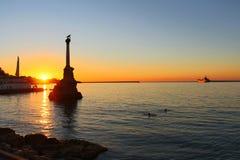 Zonsondergang boven dijk van Sebastopol stock foto