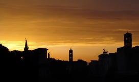 Zonsondergang boven een forum. Rome Stock Foto