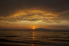Zonsondergang boven het overzees Stock Foto's
