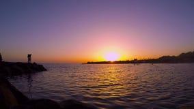 Zonsondergang boven het overzees stock videobeelden