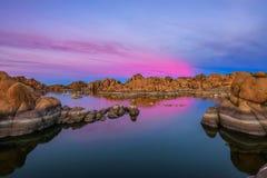 Zonsondergang boven Watson Lake in Prescott, Arizona stock afbeelding