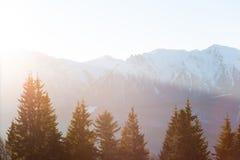 Zonsondergang in Bucegi-Bergen Roemenië stock foto's